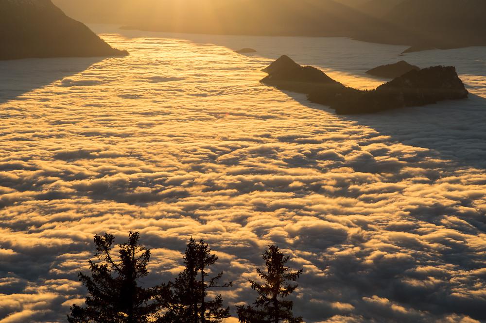 Geschlossenes Nebelmeer über dem Vierwaldstättersee, gesehen von der Rigi