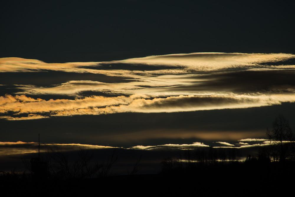 Vom Westwind getriebene Wolken über dem Berner Mittelland, Schweiz