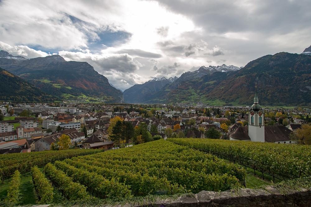 Blick vom Kapuzinerkloster über Altdorf nach Süden zur Föhnmauer über dem Gotthardgebiet, 22.10.2013 13:40 MESZ