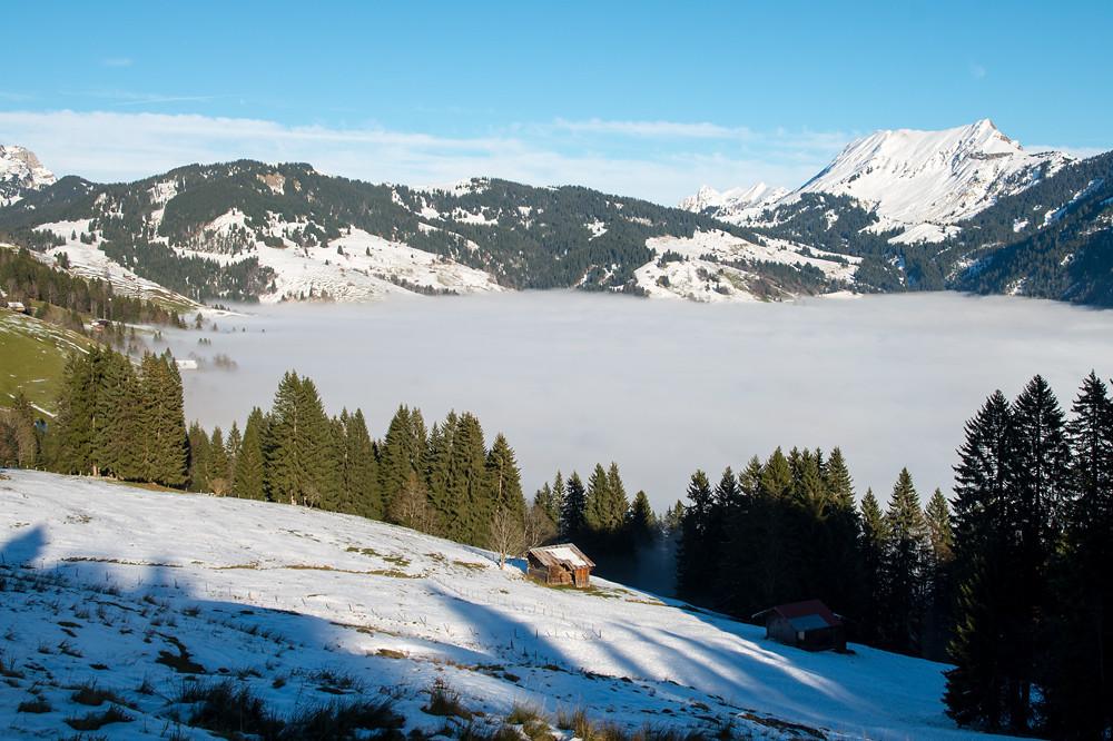1340 m, Blick nach Osten zum Talabschluss mit der Lombachalp und dem Augstmatthorn (2137 m) rechts