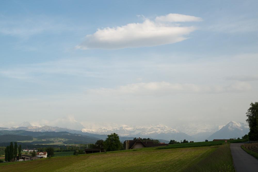 Markantes Wetterereignis im Mai 2014: Schmutziger Föhn (mit Saharastaub) am 21. und 22., hier mit getrübtem Blick zu den Berner Alpen