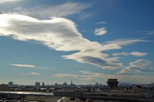 Westföhnstimmung über Wien: Etwa so könnte sich der Himmel am Dienstag am Alpenostrand präsentieren