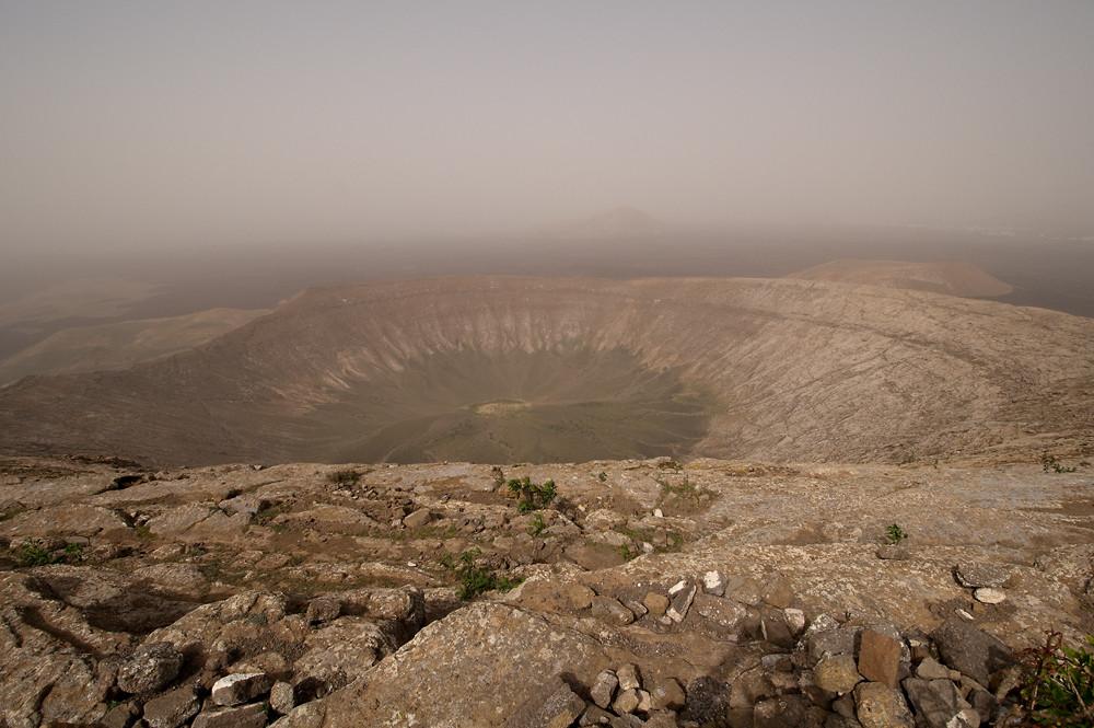 Durch Saharastaub getrübte Luft - Caldera Blanca - Parque natural de los volcanes - Lanzarote, 20. März 2011
