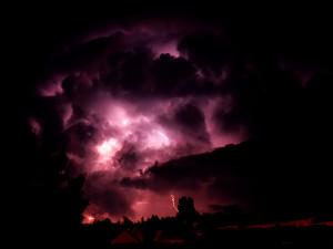 Nächtliches Unwetter über dem Berner Mittelland am 23. Juni 1991 von Biel aus gesehen (Scan vom Dia)