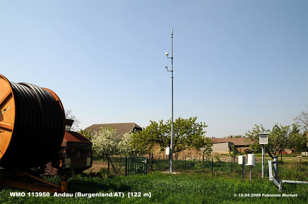 """Trotz günstiger Klimalage gehört die Wetterstation Andau nicht zu den """"40ern"""" - zu viel Grün unter und um die Station - bei 39.8 °C war Schluss"""
