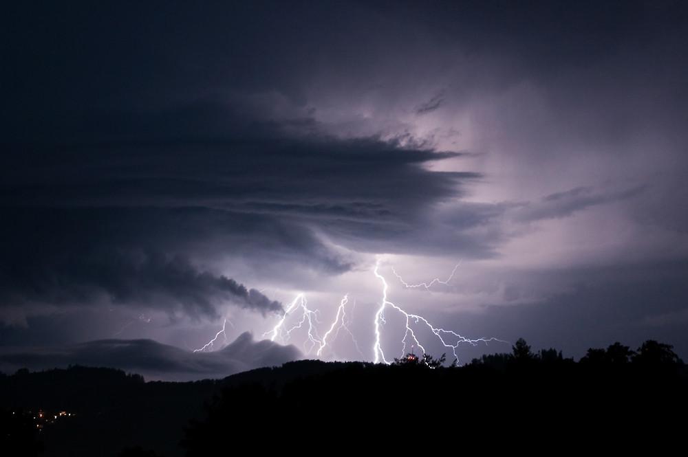 Gewitter über dem Gurten bei Bern