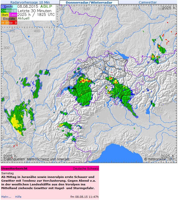 Unwetter-Prognose von fotometeo Muriset unter dem Radarbild von meteoradar.ch. Der Screenshot zeigt die Prognose vom Mittag und die Situation um 20:25 MESZ mit einem Gewitter genau über Thun