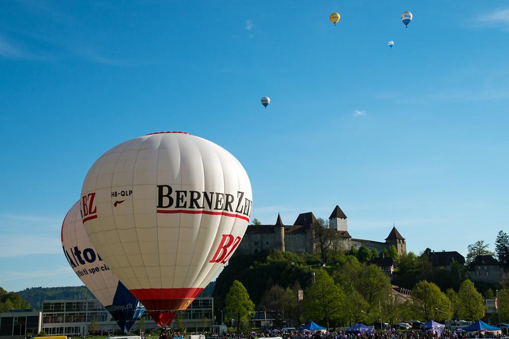 Hintergrundkulisse für die Schweizer Meisterschaft Heissluftballon 2016 bietet das Schloss Burgdorf