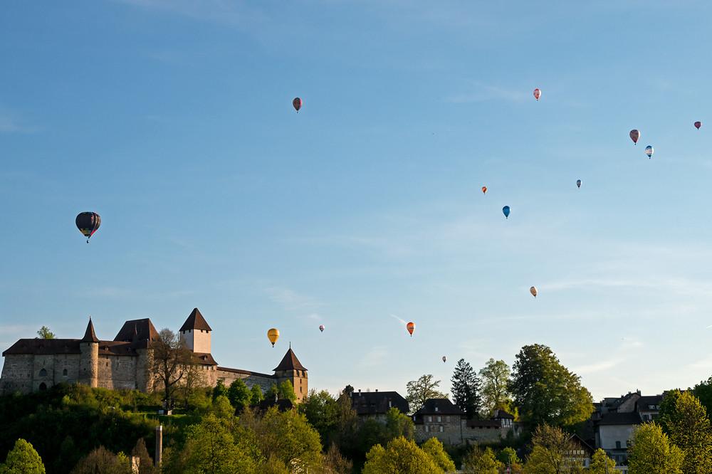 In der Schweiz gab es im ganzen Mai genau eine Schönwetterperiode: Jene über das lange Auffahrtswochenende. Riesen Wetterglück für die Schweizermeisterschaft Heissluftballon in Burgdorf