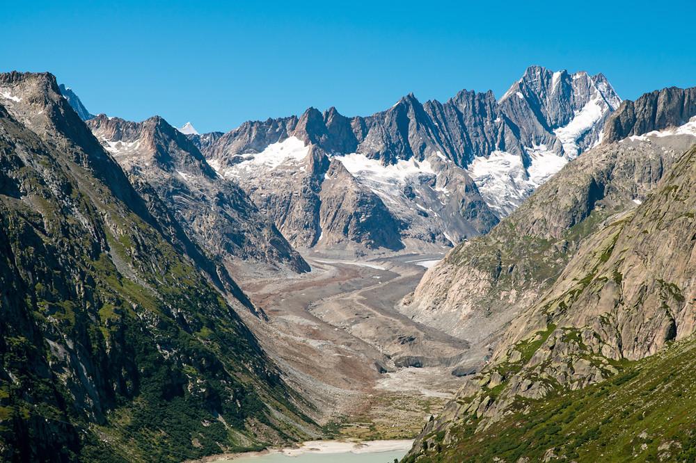 Ein aussergewöhnlich kräftiges Hoch liess in der letzten Augustwoche die Nullgradgrenze auf über 4800 m steigen und unterdrückte jegliche Quellbewölkung (Unteraargletscher, Berner Oberland 24.08.2016)